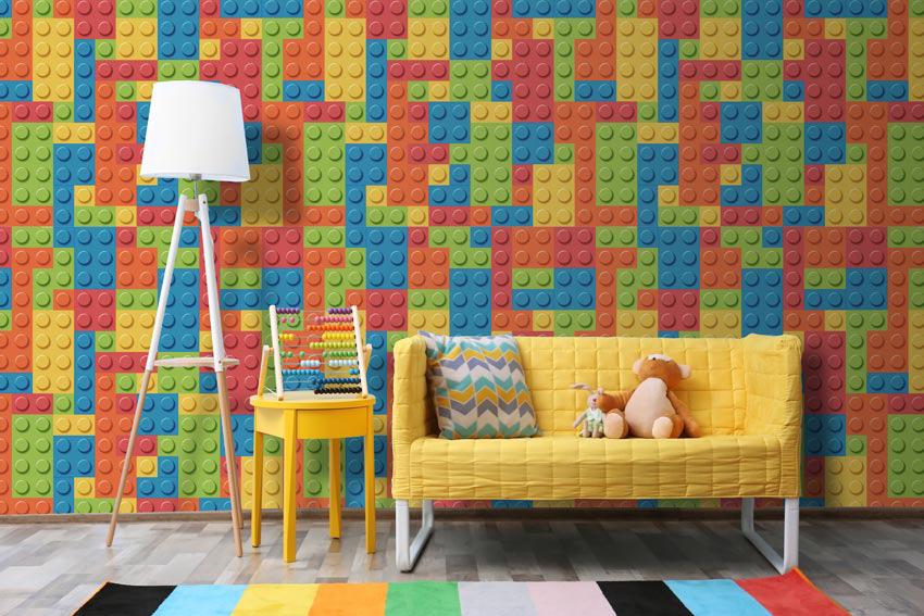 Carta da parati che raffigurano giocattoli lego incollata nella stanza dei giochi