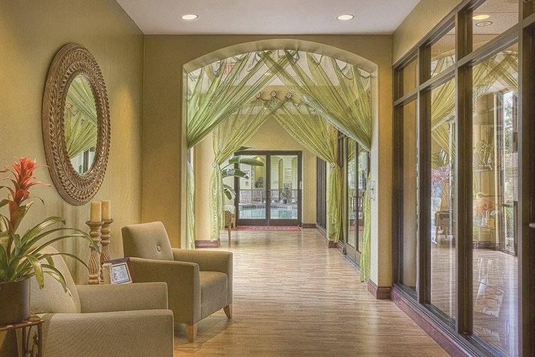 Come colorare le pareti di casa idee e molti consigli utili - Colorare casa esterno ...